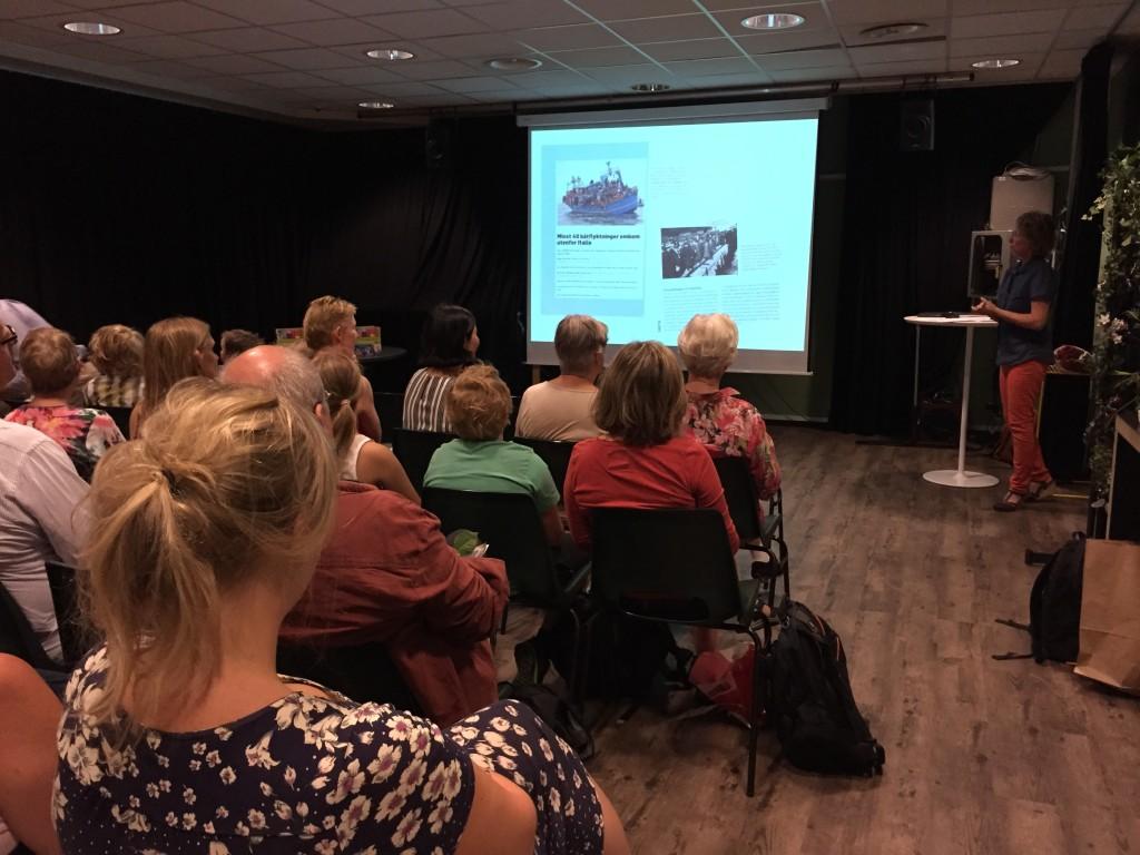 Forfatter Gunhild J. Ecklund presenterer boken.